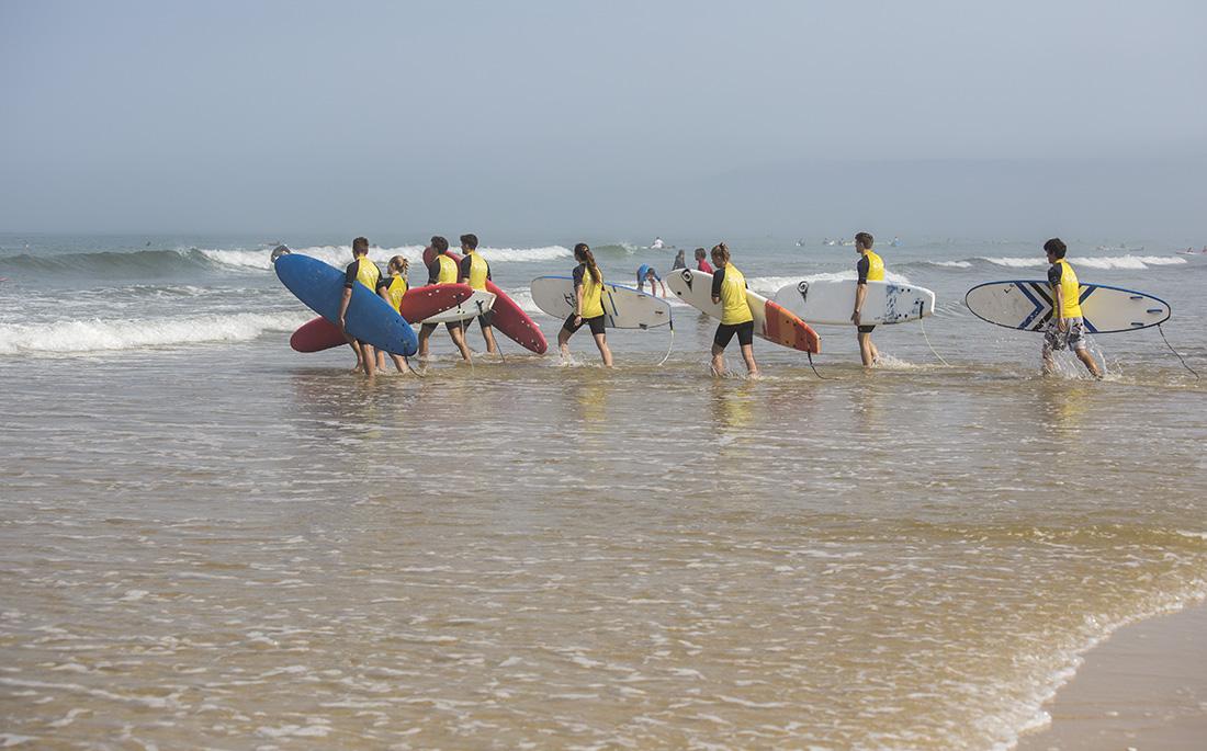 Ausprobiert: Wellenreiten im Familienverbund