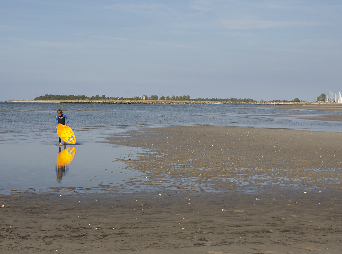 Skimboard: Über's Wasser gleiten