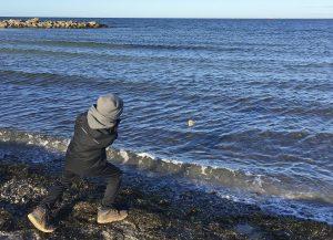 Ausprobiert: Steinehüpfen am Ostseestrand