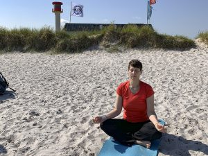 Das Meer im Kopf: Ich probiere Strand-Yoga