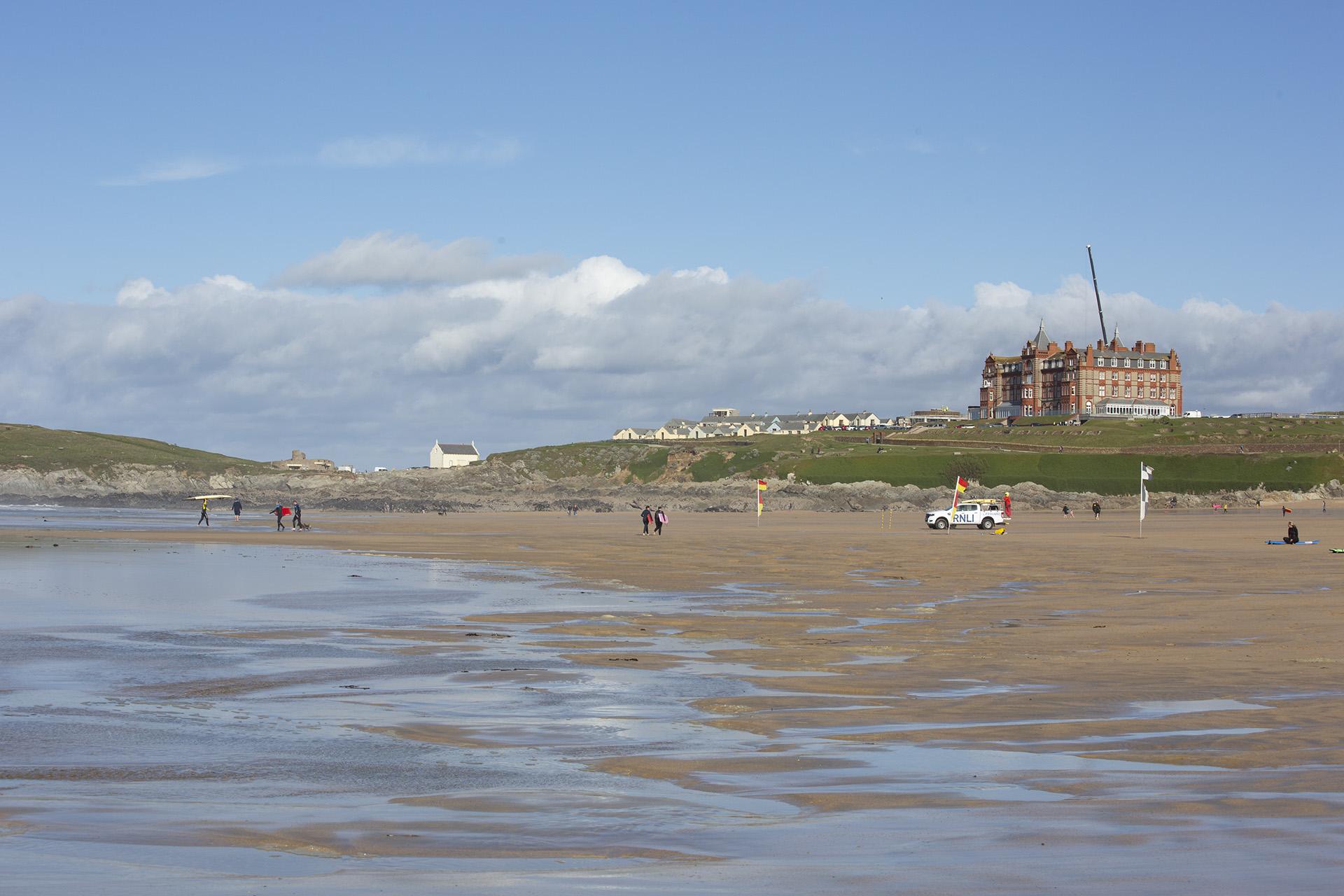 Strandbesuch: Wellen satt am Fistral Beach (Newquay)