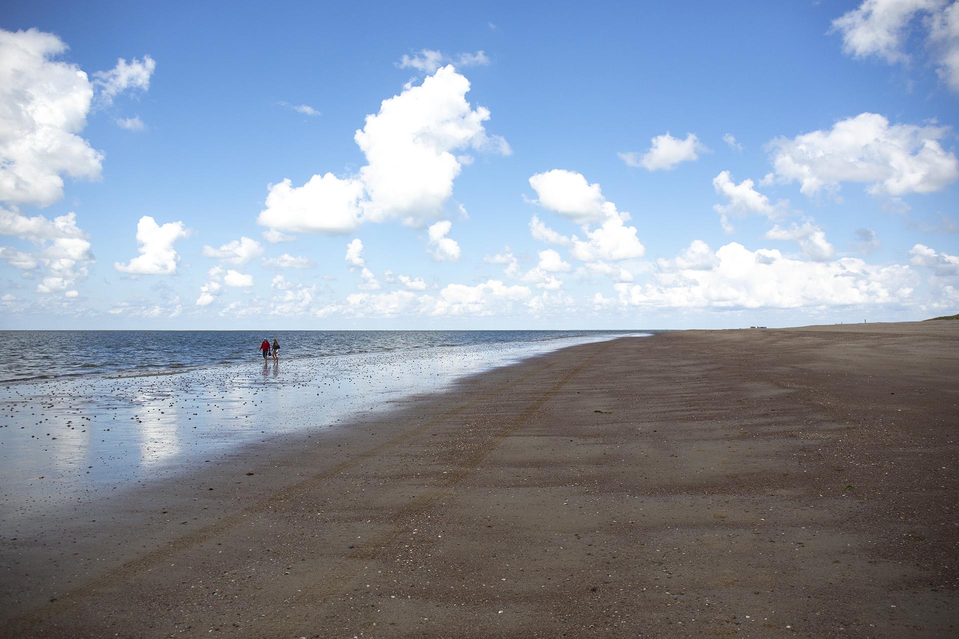 Strandbesuch: Ouddorp – einsam am Nordseestrand