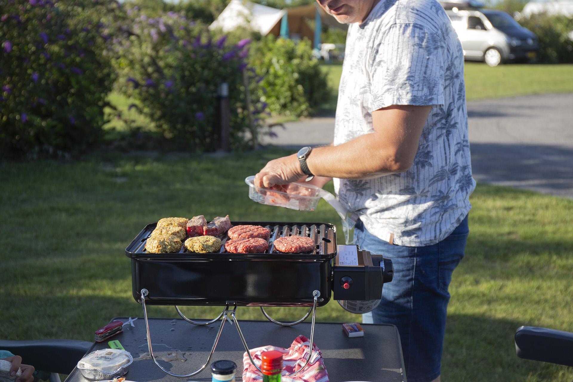Camper-Life-Test: Diese Gas- und Kohlegrills kannst du mitnehmen