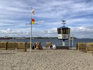 Möltenort: Strand für Schiffschauer und Burgenbauer
